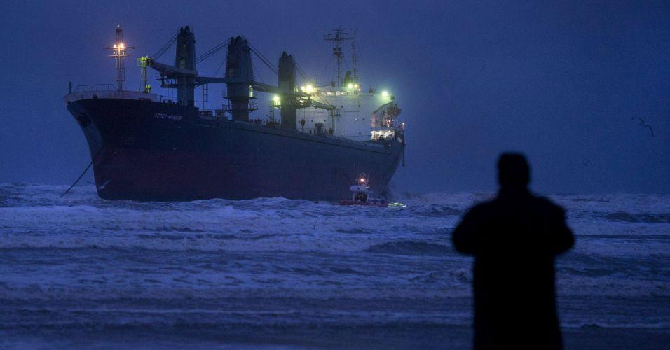 Navio encalha na Holanda