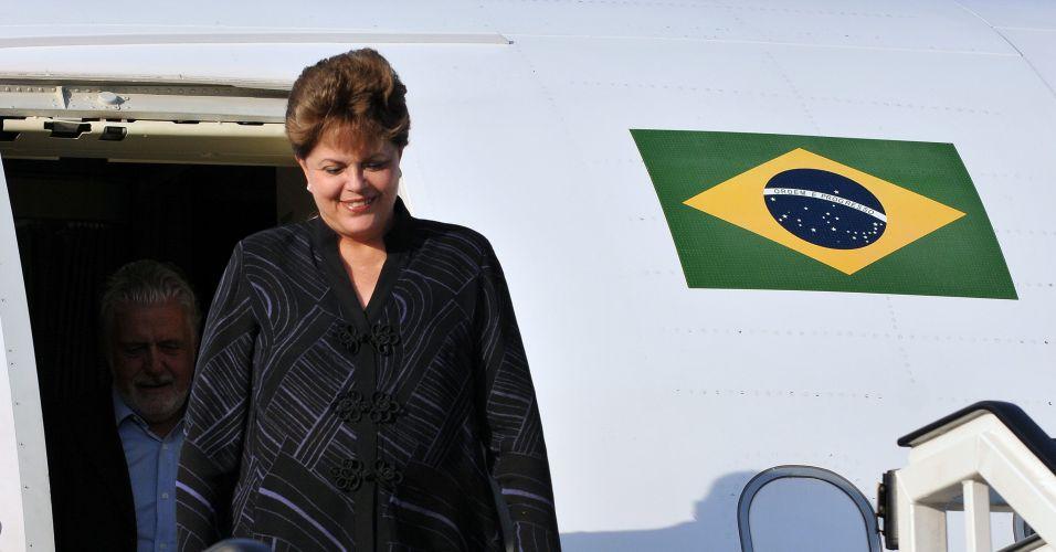 30.jan.2012 - Presidente Dilma Rousseff desembarcou na noite desta segunda-feira (30) em Havana para uma visita oficial focada no comércio bilateral entre Brasil e Cuba