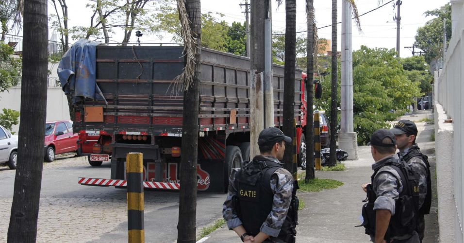 Caminhão com explosivos