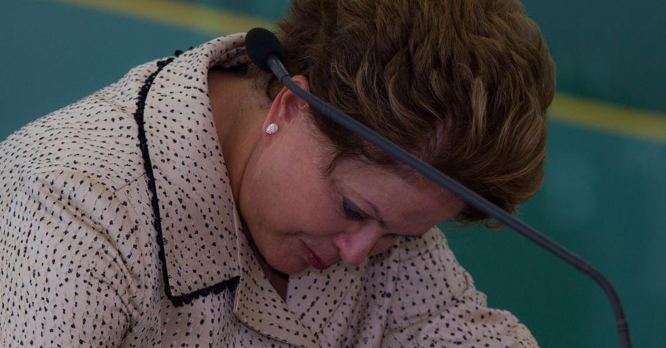 Dilma se emociona