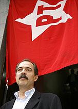 O senador Aloizio Mercadante vota nas prévias do PT em SP